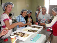 Proyecto Compassion Children making Cupcakes